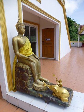 Chai Badan, Thailand: seated Buddha