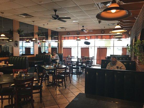 Woodstock, VA: Paisano's dining room