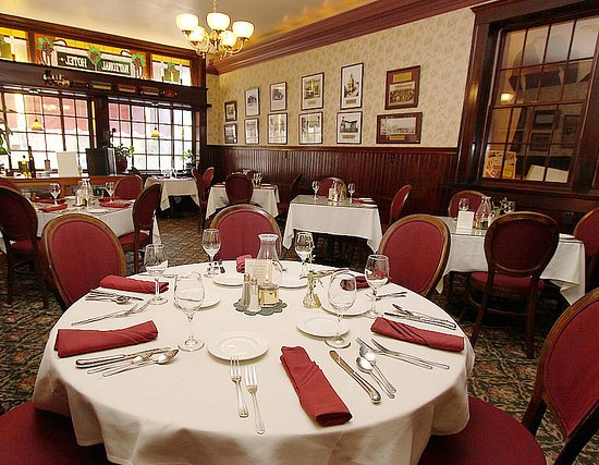 Jamestown, Kalifornien: Enjoy an acclaimed meal in our historic front dining room overlooking Main Street