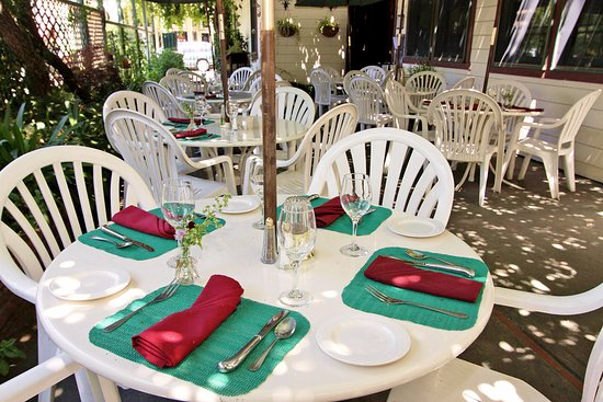 Jamestown, Kalifornien: Relax for an enjoyable meal and cocktail on our vine covered patio