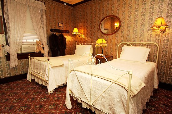 Jamestown, CA: In our nine room historic hotel, we only have one room with twin beds, so request early