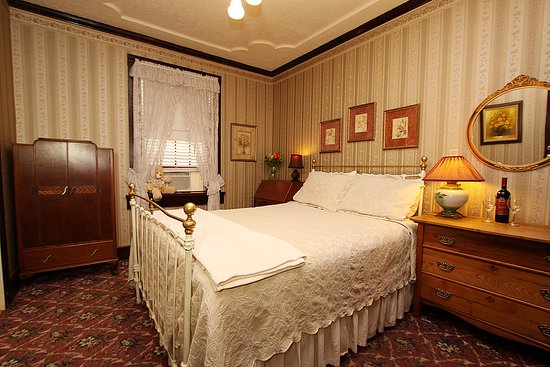 Jamestown, CA: Authentic, elegant historic rooms from a bye-gone era!