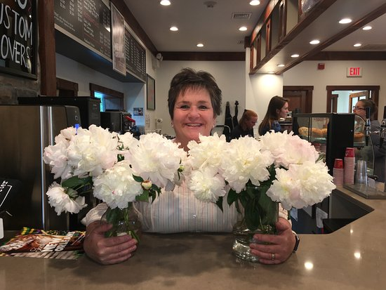 Long Valley, นิวเจอร์ซีย์: Owner celebrating with Peonies