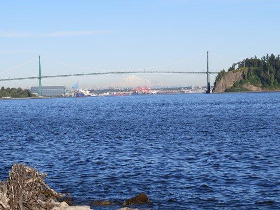 West Vancouver Seawall: Looking east...