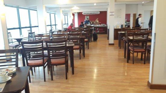 Everest Porto Alegre Hotel: Restaurante Açores na cobertura do Hotel Everest