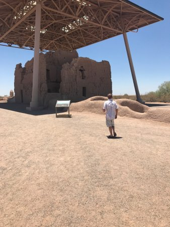 Coolidge, Аризона: The largest dwelling, now protected by a roof from the elements.