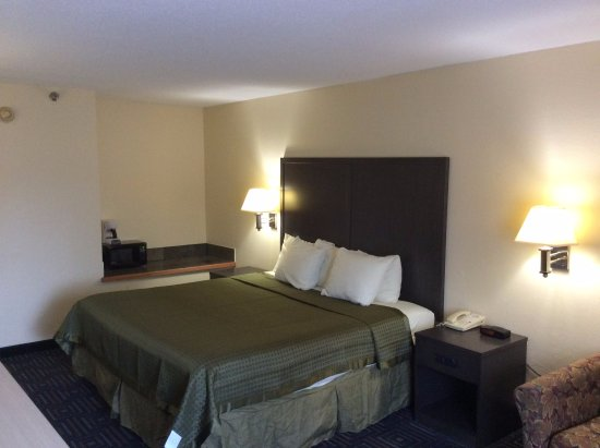 Days Inn by Wyndham Mounds View Twin Cities North