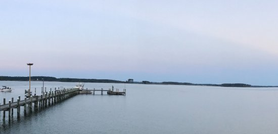 Piney Point, MD: View from restaurant. Rooms on this side get a view of the sunrise