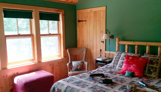 Williams Pond Lodge: Comfy room!