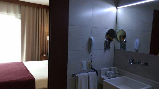 Howard Johnson Inn Palermo : El baño debe mejorarse.!!