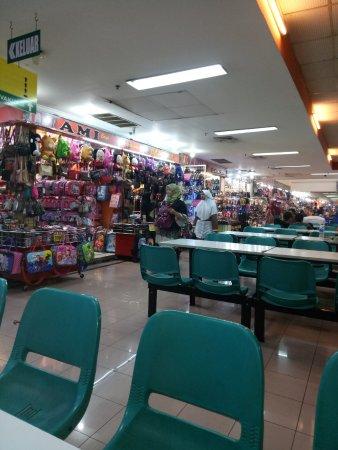 Pusat Perdagangan Pasar Baru  Suasana di Lantai 6 Pasar Baru Trade Center  Bandung 9d0fc6cd9a