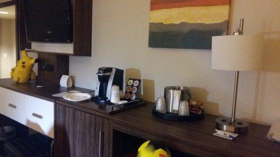 Holiday Inn Express: 20170711_010735_large.jpg