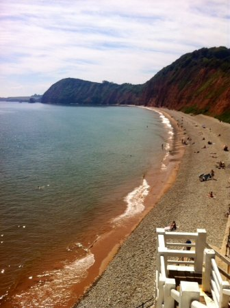 Sidholme Hotel: The local beach and cliffs.