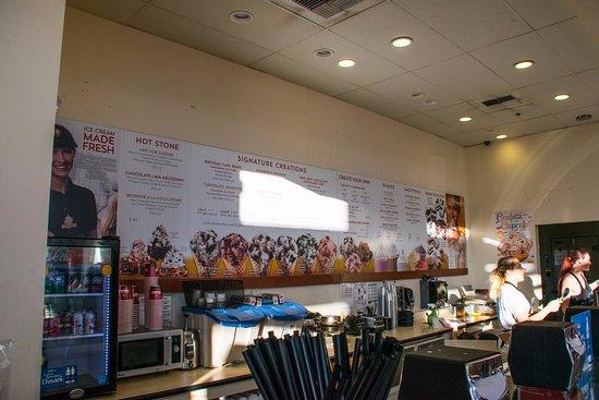 Bremerton, WA: Inside the Cold Stone Creamery