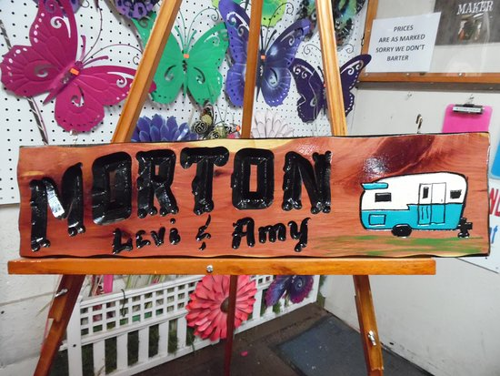 Branson, MO: handcrafted signs are amazing!