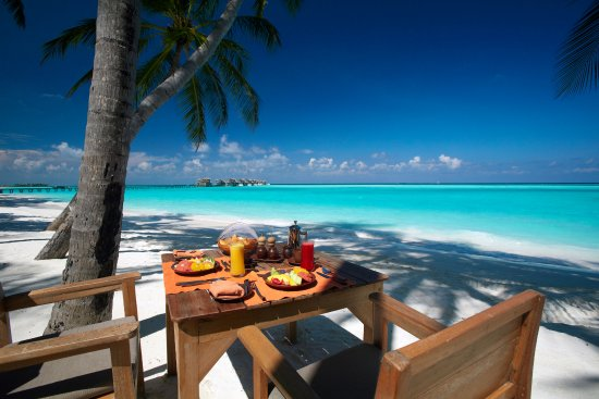 Gili Lankanfushi Maldives: Breakfast by the beach - Main Restaurant