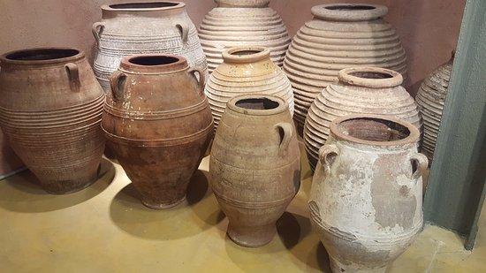 Musée de l'Olivier et de l'Huile Grecque : Museum of the Olive and Greek Olive Oil. Oil container Jugs