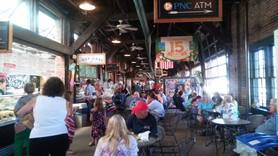 2nd Street Market: A bustling crowd.