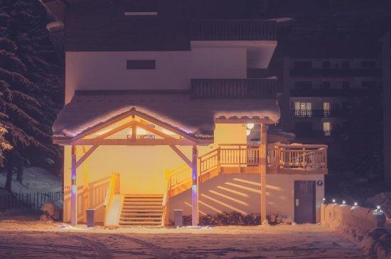 Hotel de la Valentin : By night....