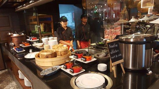 Amari Watergate Bangkok: Lunch buffet on 4th flr