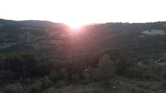 Roccatederighi, Italia: Tramonto durante la cena in terrazza