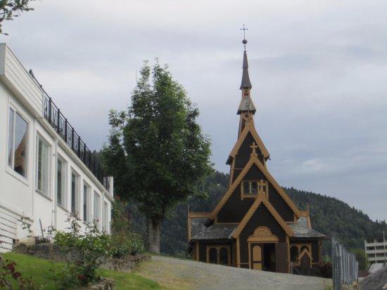 Balestrand Hotel: храм святого Олафа