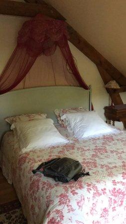 Saint-Erblon, France: Il letto della camera Eugenie