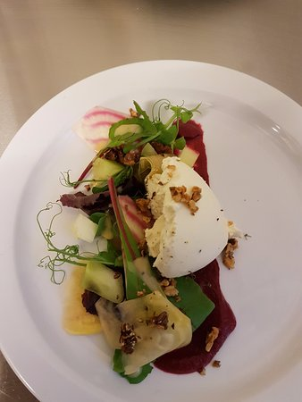 Ilminster, UK: Goats cheese starter from our evening menu