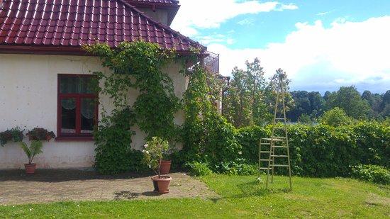 Rouge, Estonia: Garden in front of cafe
