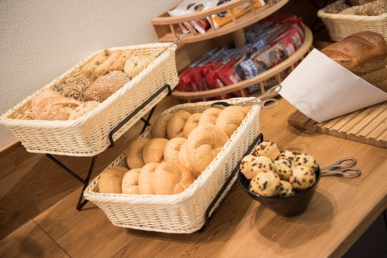 Kirchheimbolanden, Germany: Reichhaltiges Frühstücksbuffet