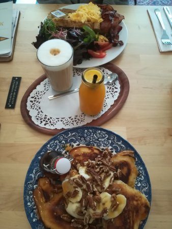 Scrambled eggs with bacon and cheese | Pancakes (5) with ...