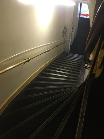 Orange Tulip Hotel: The deadly staircase!