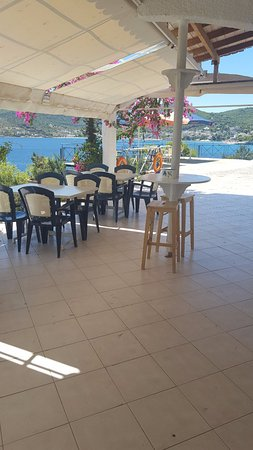Kavos Bay Seafront Hotel: eating area