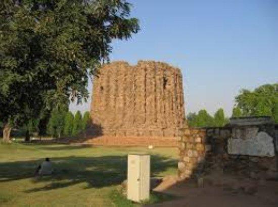 Alai Minar: images (2)_large.jpg