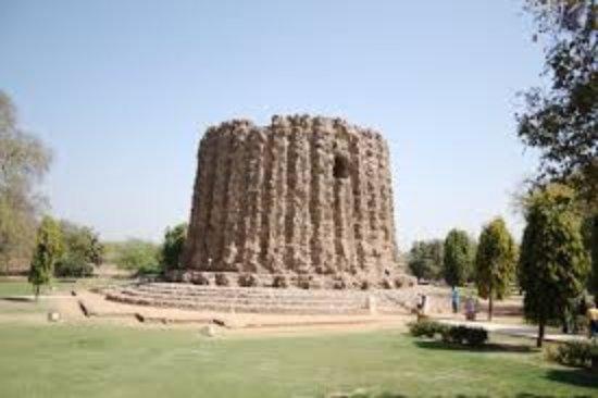 Alai Minar: images (1)_large.jpg