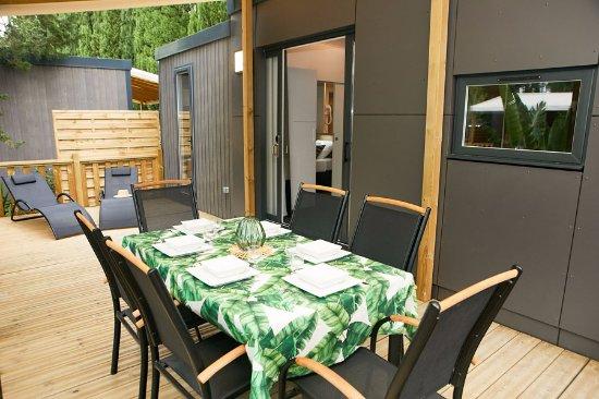 Terrasse d\'un Mobil-Home Klassic - Picture of Ecolodge l ...