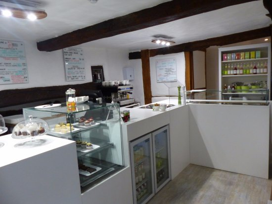 Wallingford, UK: Gluten & dairy-free vegetarian cakes, healthy lunches and delicious drinks. Lots of vegan option