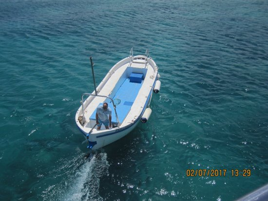 Islas Graciosa : Barca en la cual te trasladan a la playa.