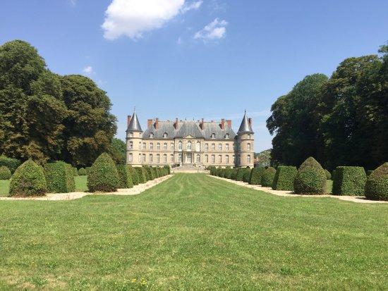 Craon, فرنسا: retro del castello dal giardino