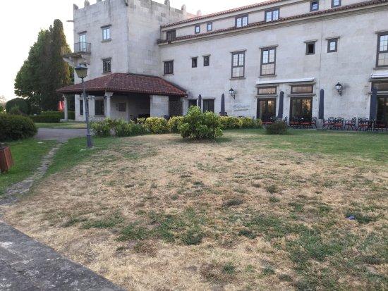 Parador de Tui: El jardín esta abandonado