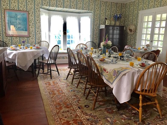 Owen House Country Inn and Gallery: All ready for this mornings breakfast. Full hot breakfast served everyday
