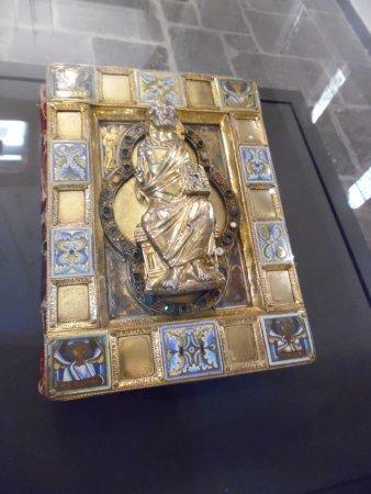 Museum Schnütgen: Carolingian book cover