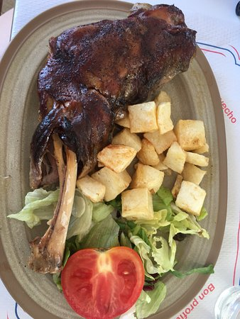 Alaro, Spain: Excellent shoulder of lamb! A melt in the mouth experience👍😃