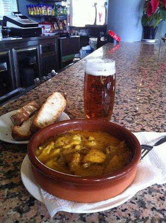 Fornells de la Selva, España: pollastre al curry