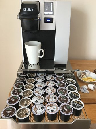 St Issey, UK: Each room has its own coffee \Tea machine