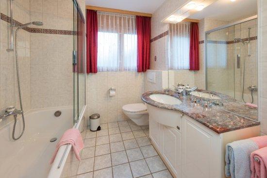 Helvetia Apartments: Modernes Badezimmer