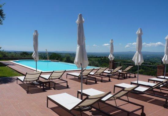 Calvi dell'Umbria, Italia: zwembad terras