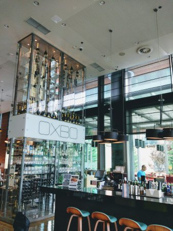 DoubleTree by Hilton Hotel Zagreb: The Hotel's lobby, restaurant and entrance.