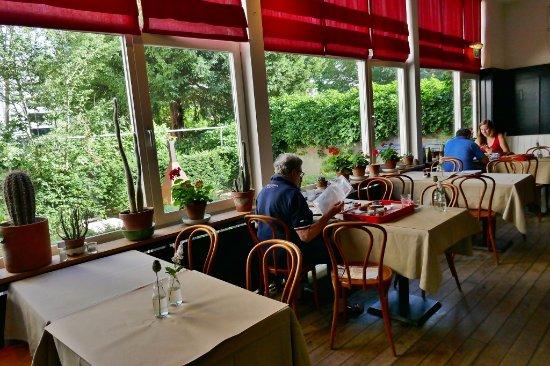 Quartier Du Port: Speiseraum mit Gartenterrasse