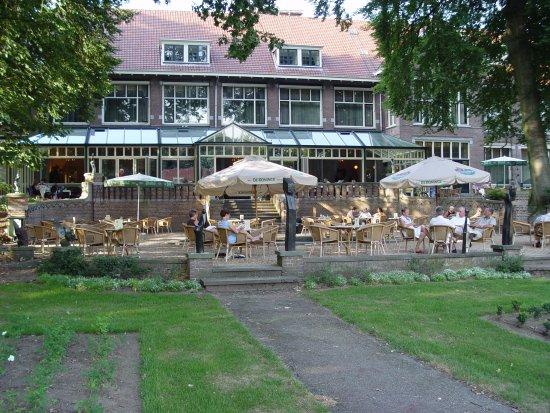 uitzicht op het terras landgoed ehzerwold - photo de hotel landgoed